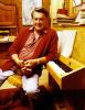 Artur Beul an seinem Klavier