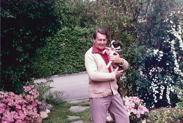 Artur Beul in seinem Garten (1985)