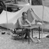 Artur Beul in Ascona - Camping und schreiben (1947)