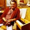 Artur an seinem Klavier