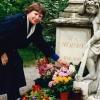 Pat am Grab von Mozart in Wien