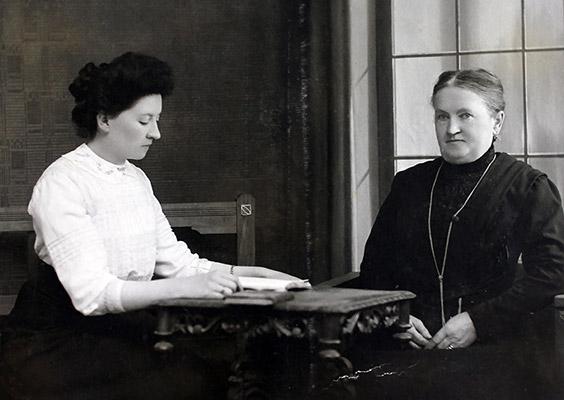 Mutter Beul mit Grossmutter Kälin