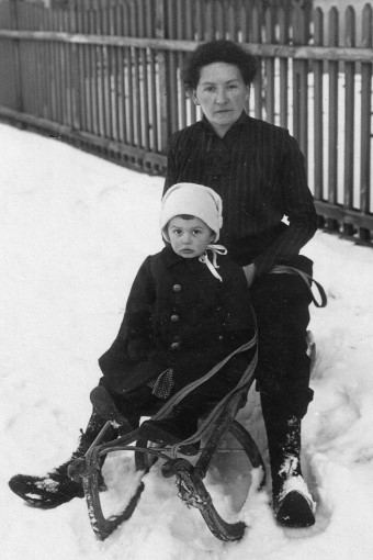 Artur Beul und seine Mutter (1917)