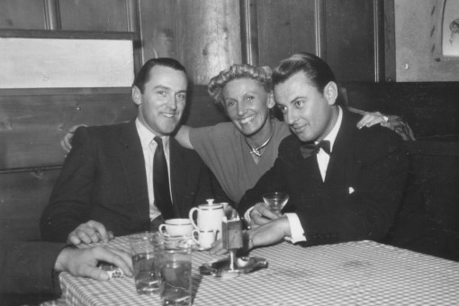 Artur und Lale mit einem Hoteldirektor in Arosa